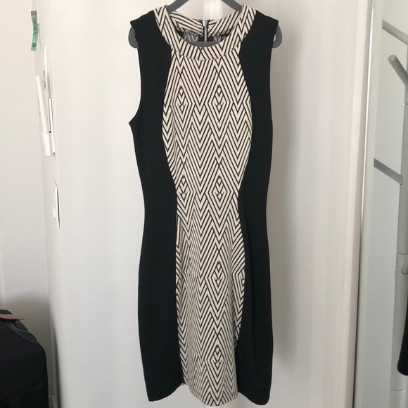 H&M Dresses & Skirts - H&M black and cream pattern fitted dress